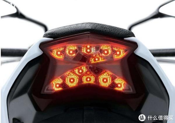 #我的车屁股#谁说摩托车的屁股不能晒 — 秀出川崎Z650的销魂小翘臀(真人兽)